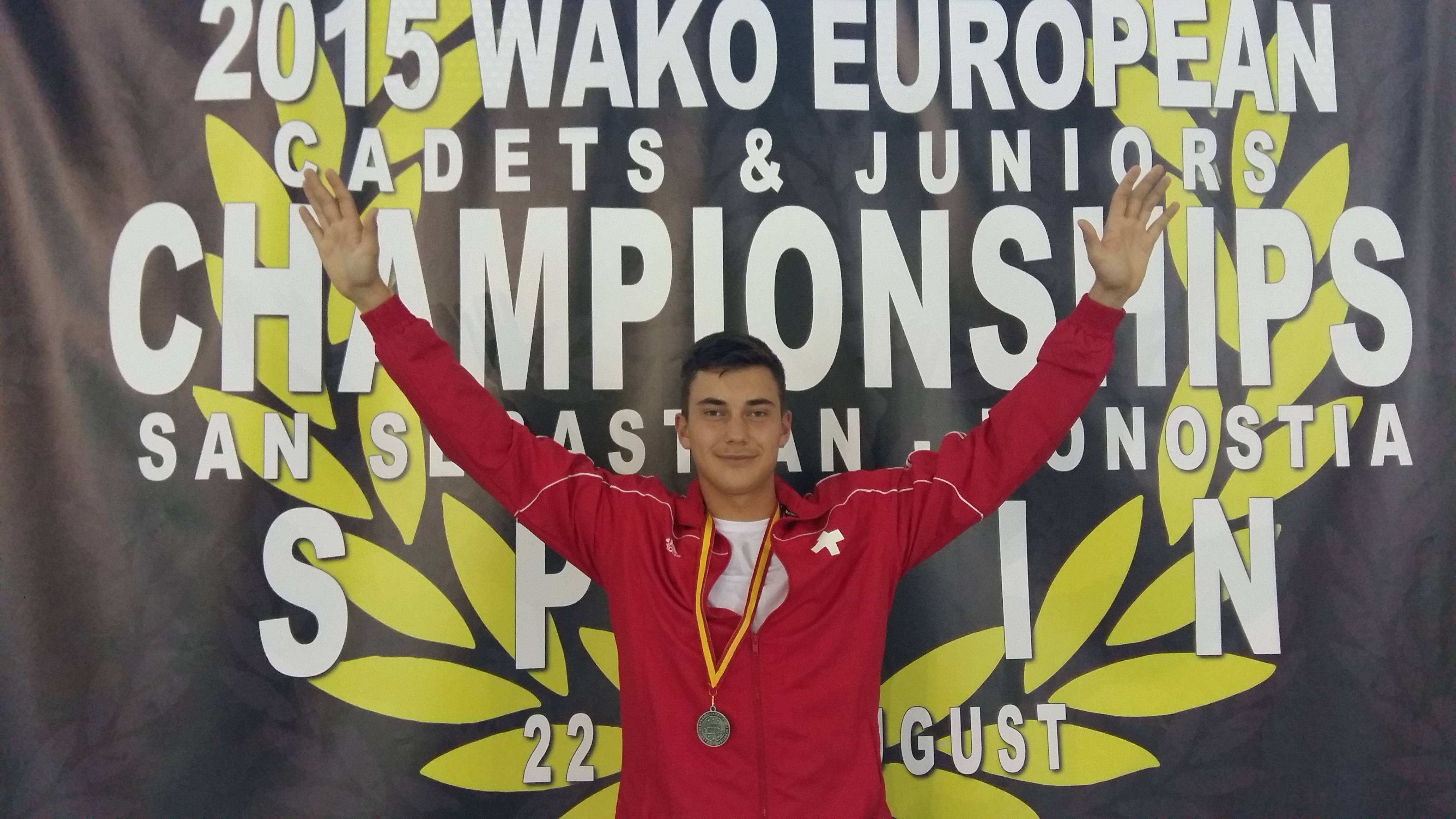 21_Alessandro mit EM-Silber-Medaille